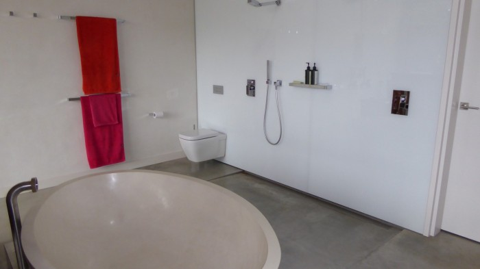 tour-main-bathroom
